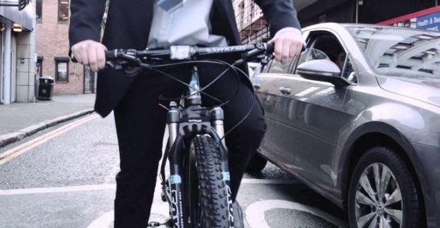 クロスバイクの正しい姿勢での乗り方