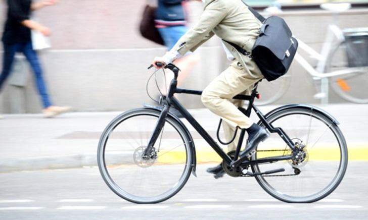 クロスバイクや自転車で通勤するときの服装