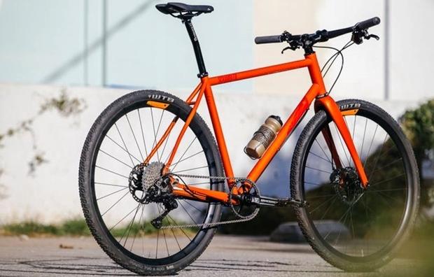 クロスバイク初心者におすすめなフレームやフロントフォークの素材【アルミ・クロモリ・カーボン】